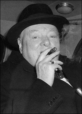 winston-churchill-smoking
