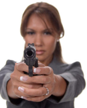 woman_handgun