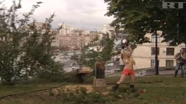 FEMEN CUTS DOWN CROSS