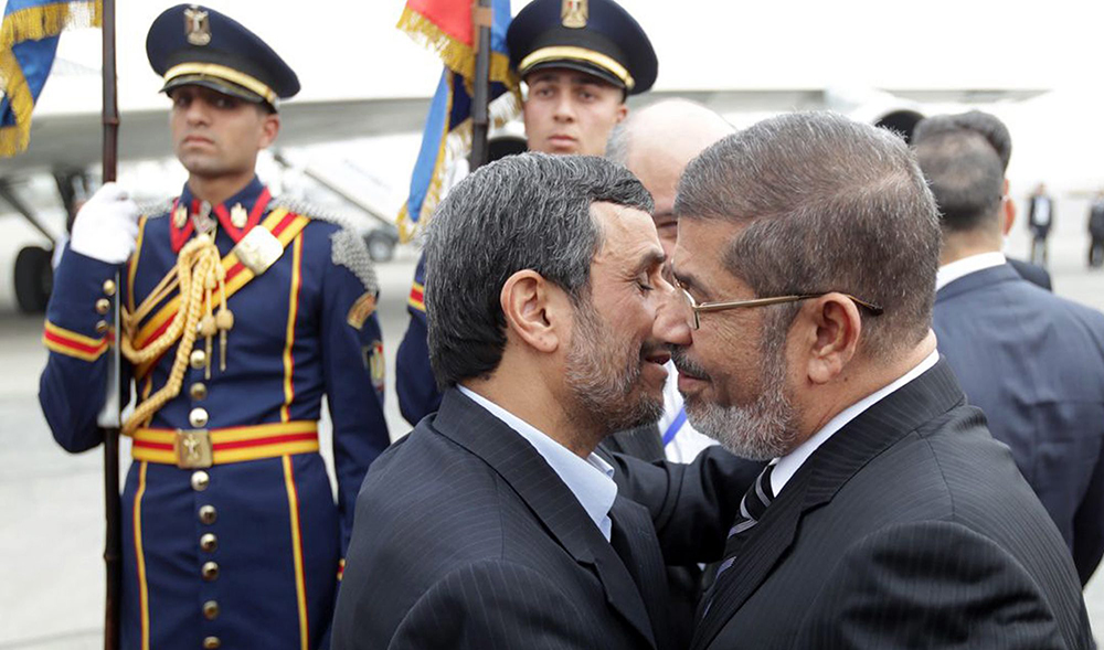 Ahmadinejad is first Iranian president to visit Egypt in decades