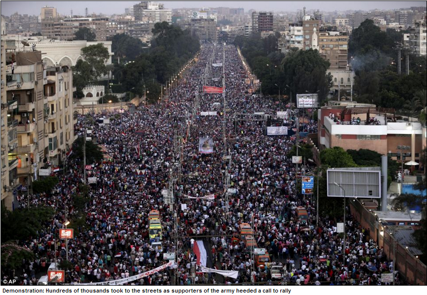 0ver hundred thousand fill the streets in cairo to support military 27.7.2012