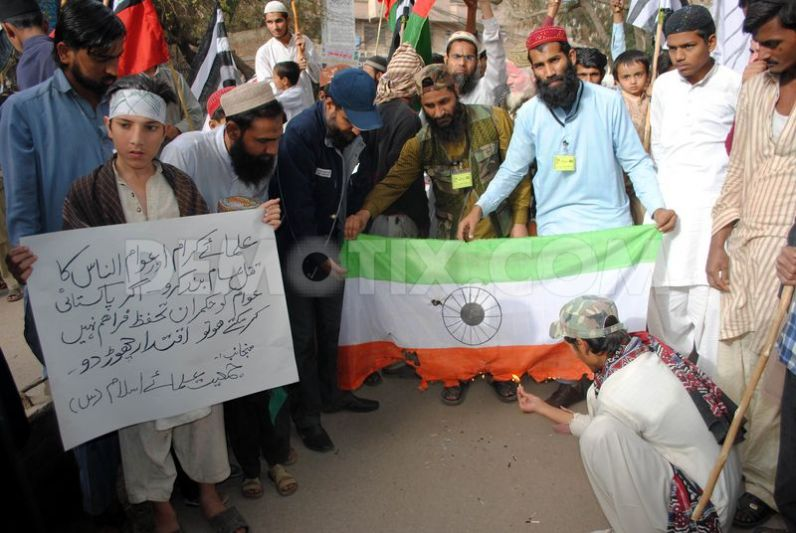 jamait-ulma-e-islam-burning-indian-flags-on-kashmir-solidarity-day_1773018