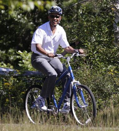 obama bike riding