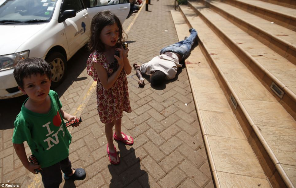 children standing next to man killed while fleeing from shopping mall 23.9.2013 daily mail