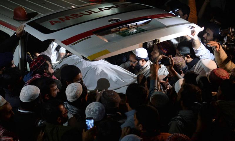 hafiz-shams-ur-rehman-muavia-in-ambulance-after-death