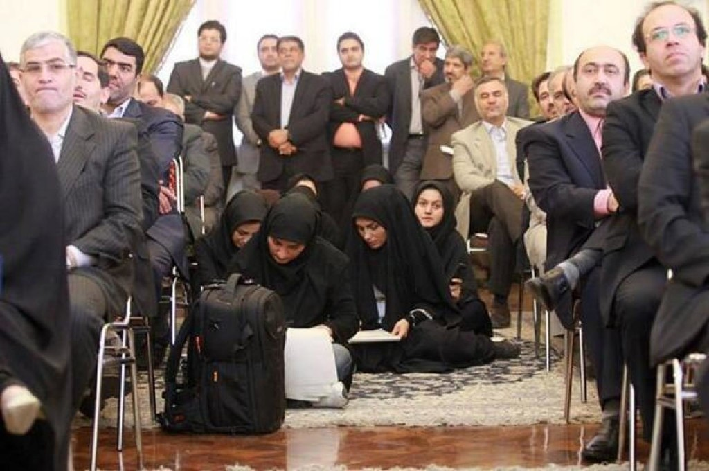 Muslim FEMALE-JOURNALISTS-FLOOR-IRAN-facebook