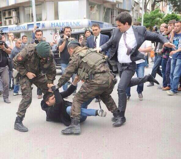 erdogan advisor beats protester