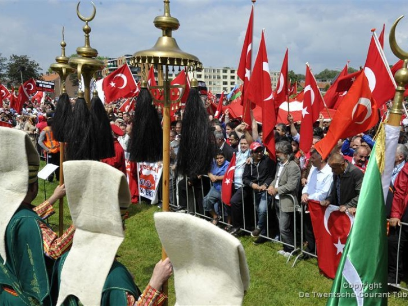 turks hurl insults