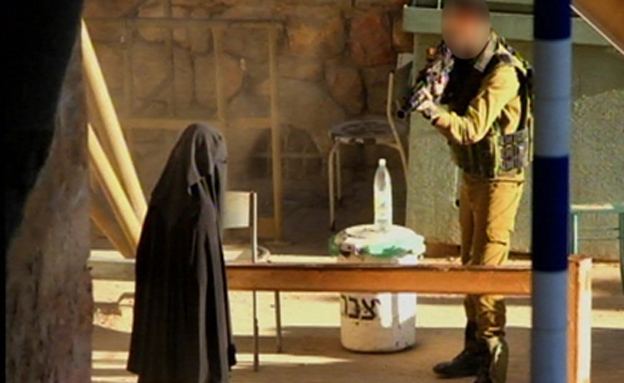 idf border guard and full dressed burka tard