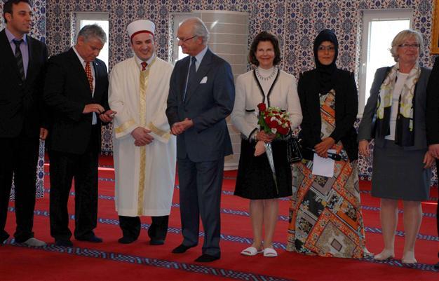 swede queen in mosque