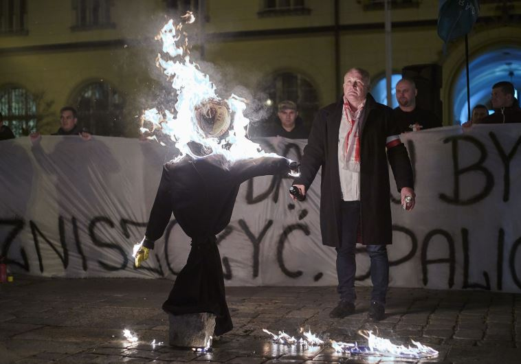 hasidic jew effigy burns in poland 21.11.2015