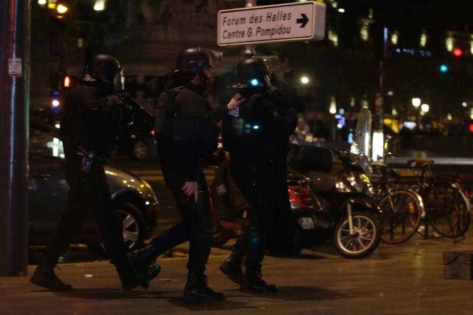 paris raids on muslims 16.11.2015