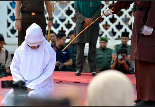 Islamonazi Aceh: Bride-to-be publicly whipped in Indonesia